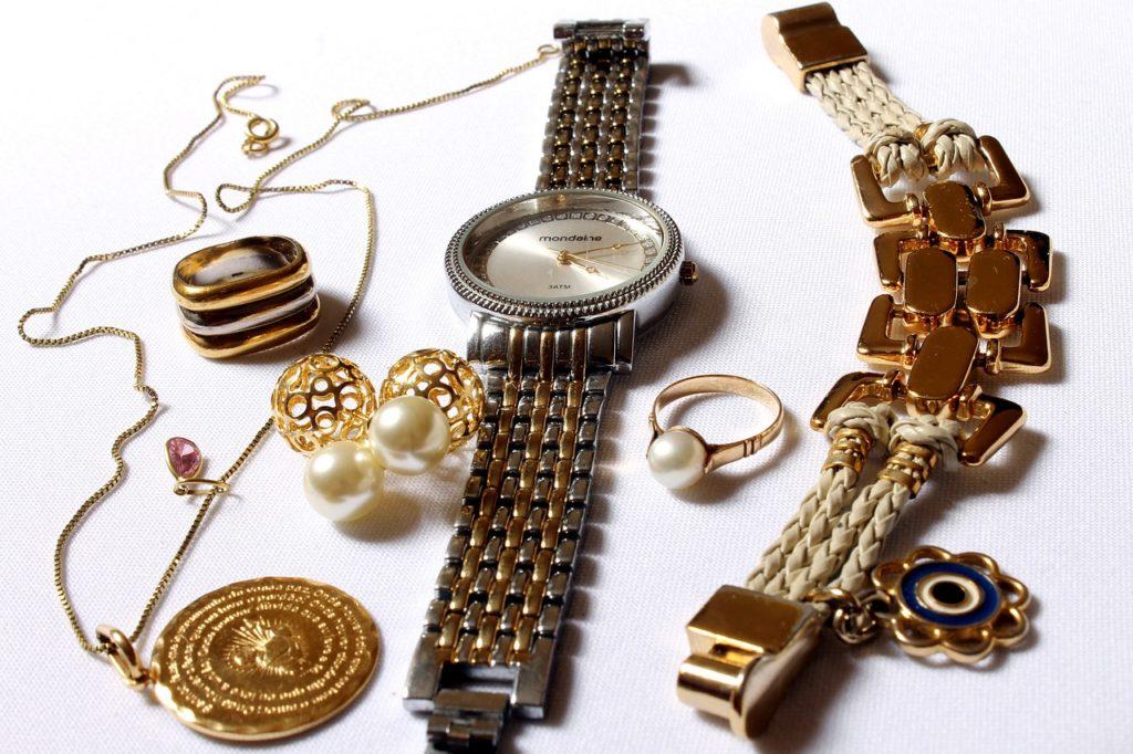 שעון טבעות ושרשראות